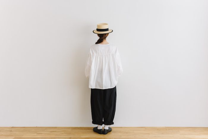 gather pull over blouse  white 3