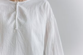 gather pull over blouse  white 5