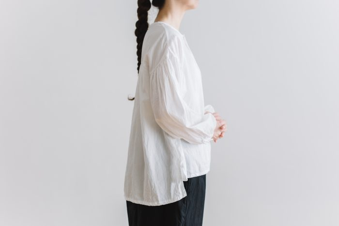 gather pull over blouse  white 4