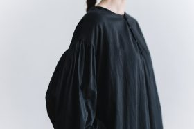 gather pull over one-piece  black 4