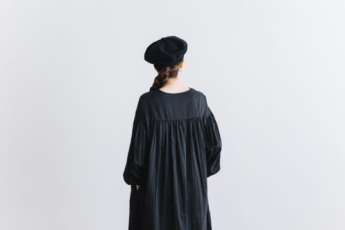 gather pull over one-piece  black 5