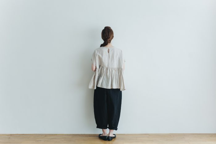 switing gather wide pull over  greige 4