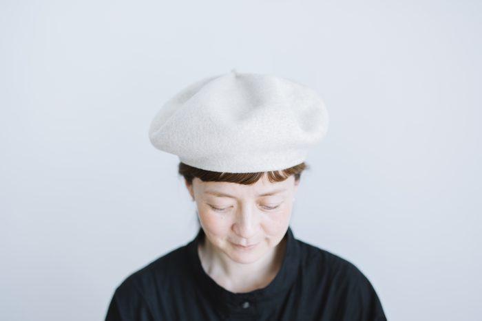 beret top gather big  ecru 1