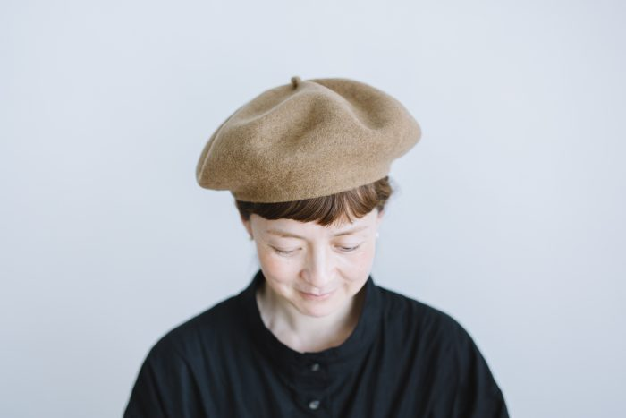 beret top gather big  mocha 1