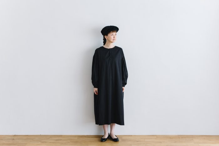 gather pull over one-piece  black 1