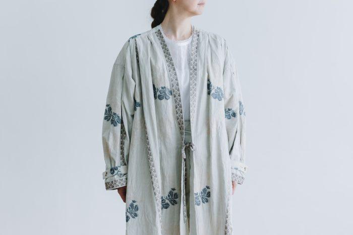 湖水の淵の花 羽織コート  beige gray 1