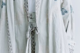 湖水の淵の花 羽織コート  beige gray 3