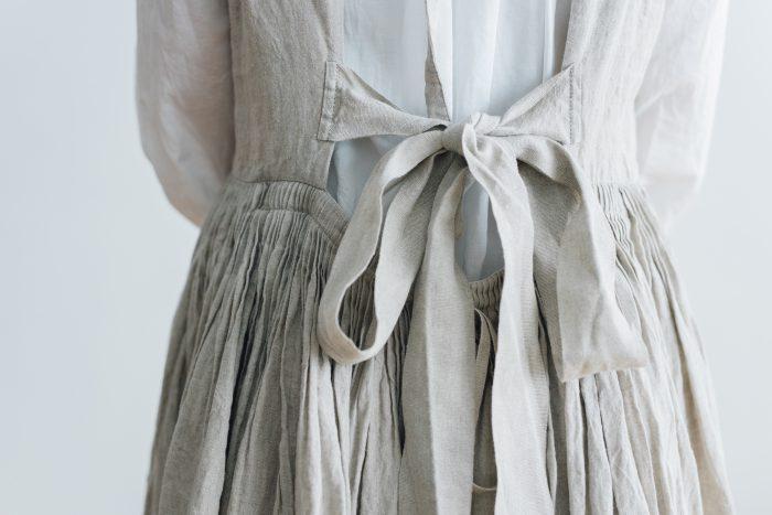 花びらの枚数を タックドレス 6