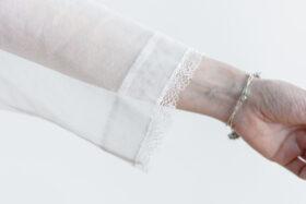 白く透ける玉  スタンドブラウス 5