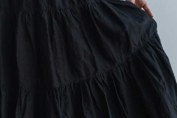 GARMENT DYE TIERD SKIRT black 4
