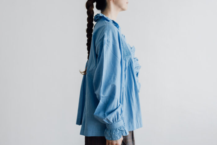 Embroidery Pintuck Blouse Sax blue 2