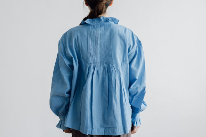 Embroidery Pintuck Blouse Sax blue 3