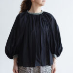 EMBROIDERY GATHER SMOCK black×silver