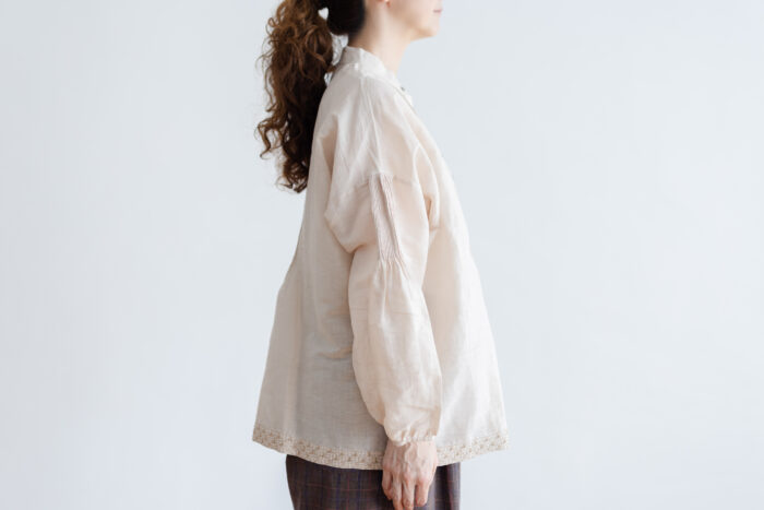 Embroidery Pintuck Blouse L.gray 2